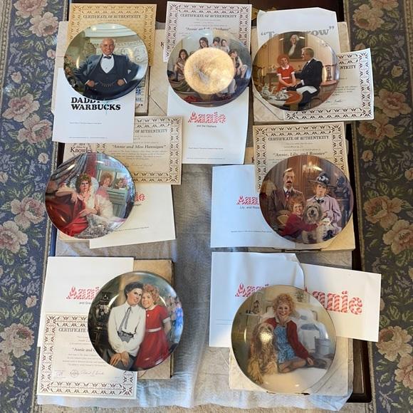 Bradford exchange 'Annie' plate set